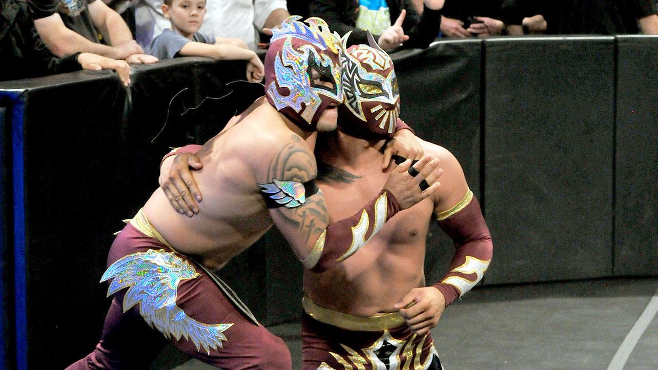 Wwe Sin Cara Perde La Maschera Durante I Tapings Di Main Event Zona Wrestling