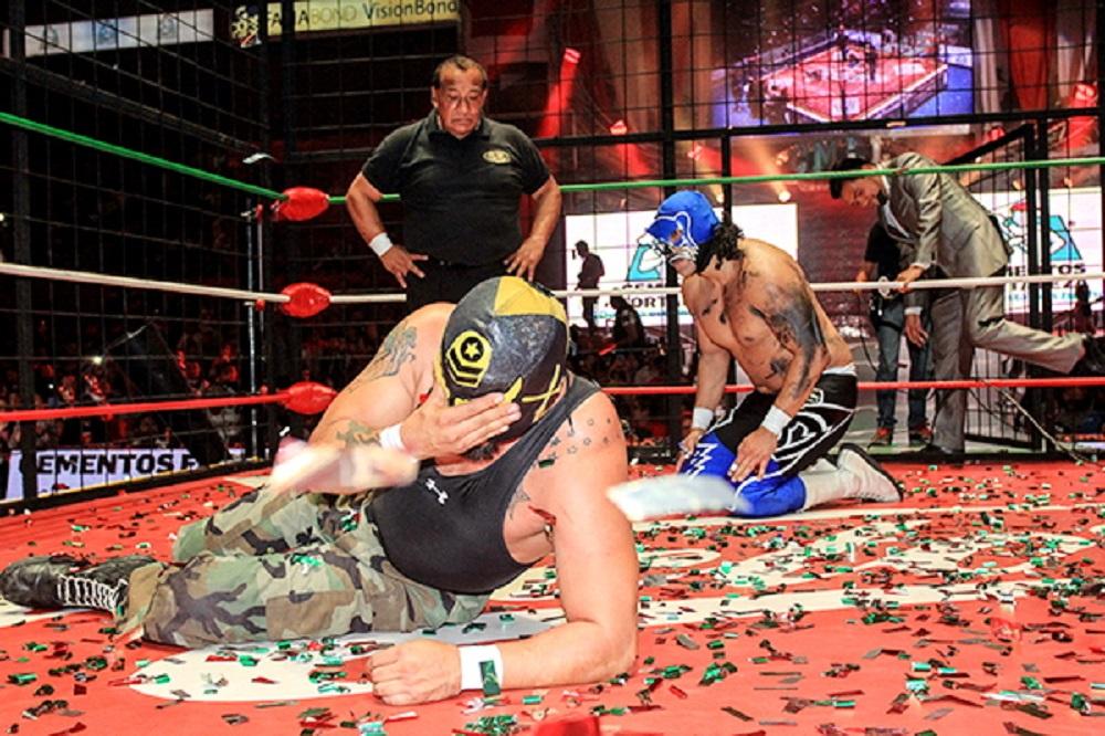 CMLL Super Comando smascherato (1)